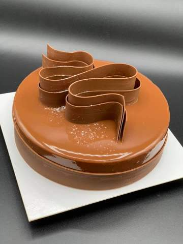 Crémeux au chocolat au lait avec un brownie